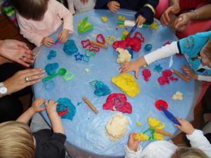 Activité en crèche comme à domicile: Atelier thématique- Toulouse